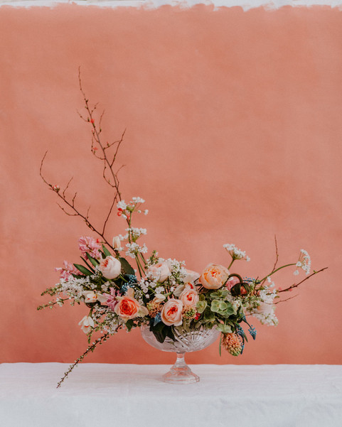 Grand arrangement printenier – Fleuriste de mariage à Genève | Évènements | Décoration florale | Lilas et Rose | Fleurs de mariage | Fine art floral studio | Atelier floral suisse | Swiss wedding florist | Geneva floral design & events