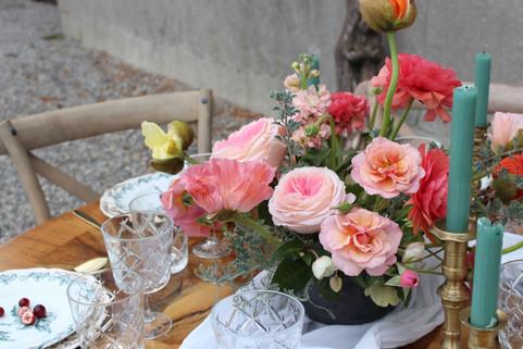 Décoration de table avec les pavots – Fleuriste de mariage à Genève | Évènements | Décoration florale | Lilas et Rose | Fleurs de mariage | Fine art floral studio | Atelier floral suisse | Swiss wedding florist | Geneva floral design & events