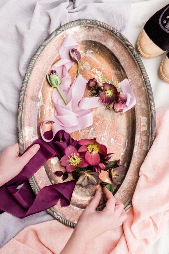 Boutonnières et rubans de soie  –  Fleuriste de mariage à Genève | Évènements | Décoration florale | Lilas et Rose | Fleurs de mariage | Fine art floral studio | Atelier floral suisse | Swiss wedding florist | Geneva floral design & events