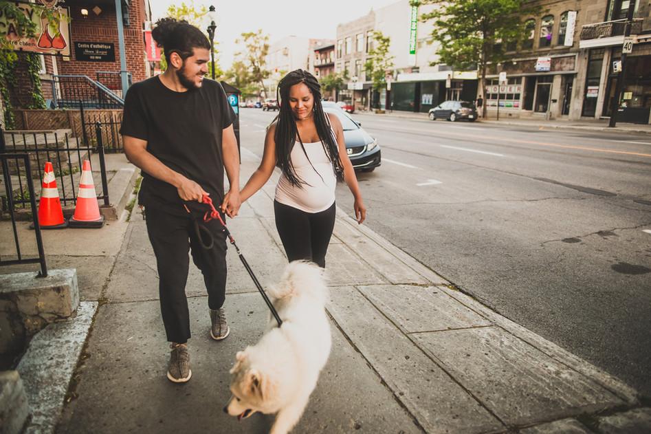 Maternité : Prendre une marche avec le chien