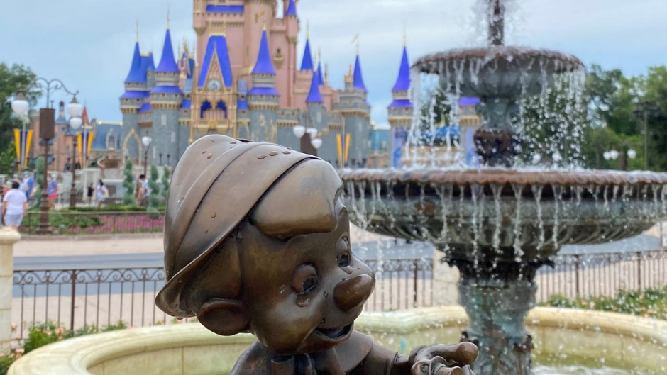 How to Wear a Your Mask in Hot Weather During Your Visit to Disney World