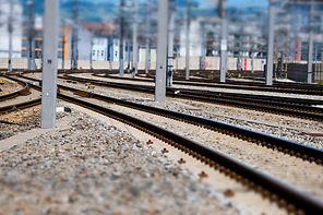 railroad-track-4415861_1920.jpg