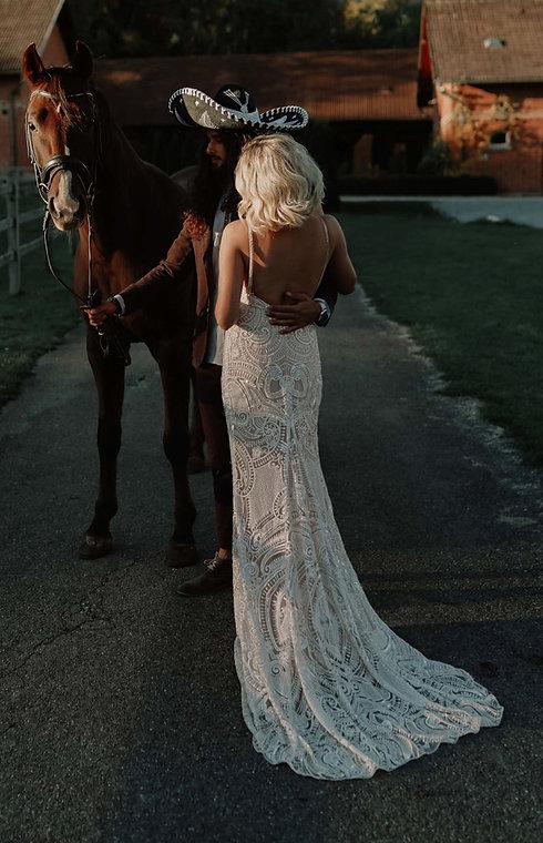 Brautkleid. Hochzeitskleid Spitze. Boho Hochzeitskleid. La Dolce Vita Hochzeitskleid. Hochzeit Jumpsuit.. Bridal Couture.Modernes Brautkleid. Hochzeitskleid Maßanfertigung.
