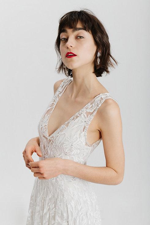 Modernes Brautkleid. Hochzeitskleid aus Spitze.