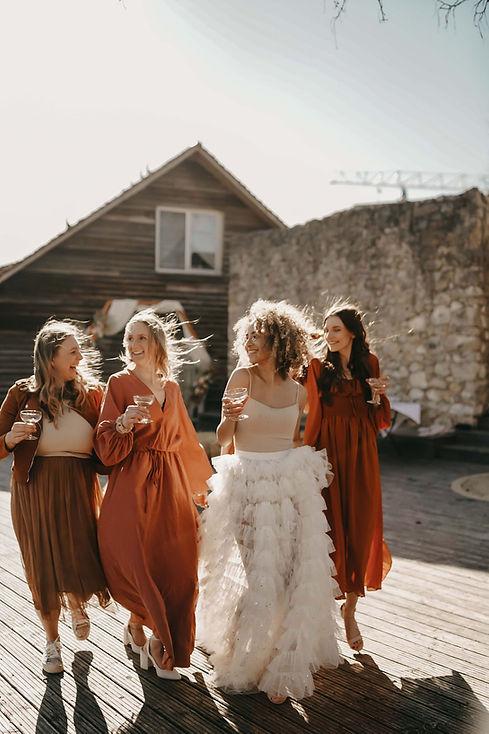 Modernes Brautkleid. Hochzeitskleid.