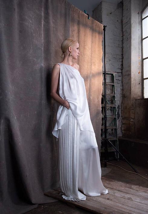 Seide Brautkleid. Modernes Brautkleid. Hochzeitskleid Maßanfertigung. Seiden Anzug Hochzeit. Weite Seidenhose Braut