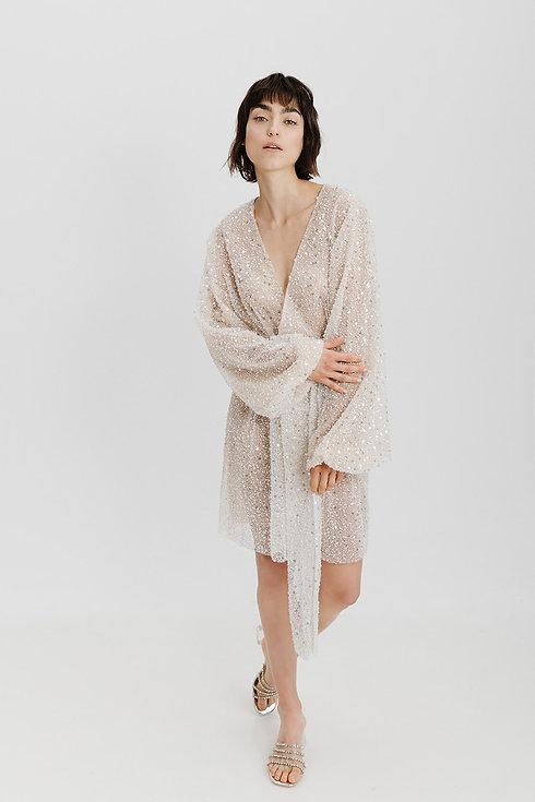 Getting Ready Robe. Brautkleid Glitzer. Modernes Brautkleid