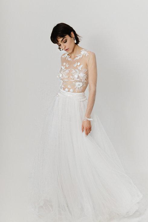 Modernes Brautkleid. Hochzeitskleid aus Spitze. Tüllrock Brautkleid