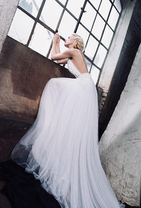 Modernes Brautkleid. Hochzeitskleid Maßanfertigung. Tüllrock Hochzeitskleid.
