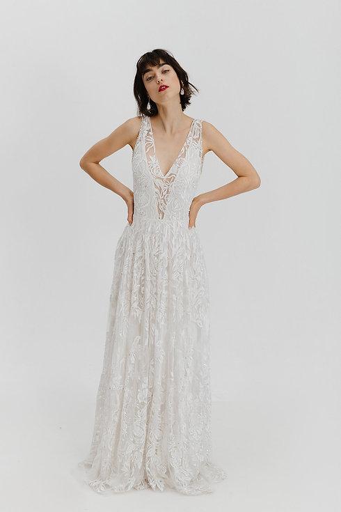Modernes Brautkleid. Hochzeitskleid Allover Spitze.