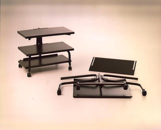 Modelo Buenavista. Carro para televisión plegable. Estructura de hierro pintado al horno en color negro. Plataformas en madera lacada o en chapa de hierro negro