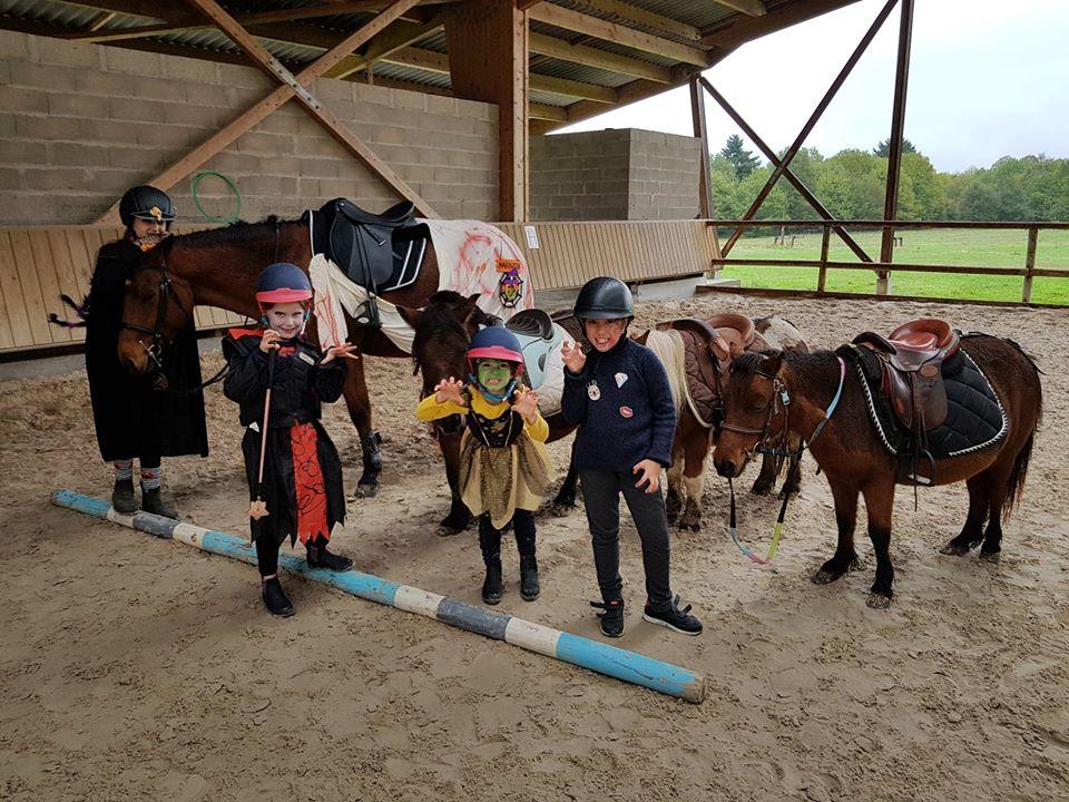 Les cavaliers du poney club d'Aubigny