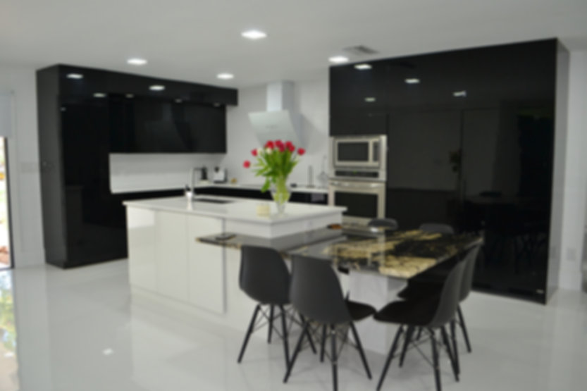 Modern Black Kitchen / Contempo spazio
