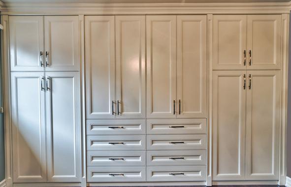 Traditional & Elegant Closet