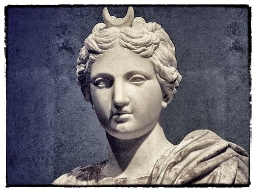 Selene moon goddess Mondgöttin