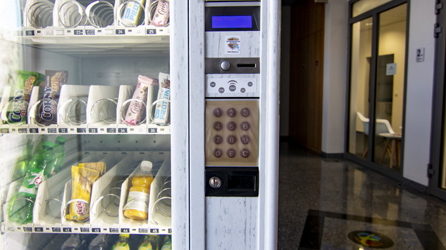 Antimikrobiální měděná fólie K Copper Plus bez lepidla na výdejním automatu