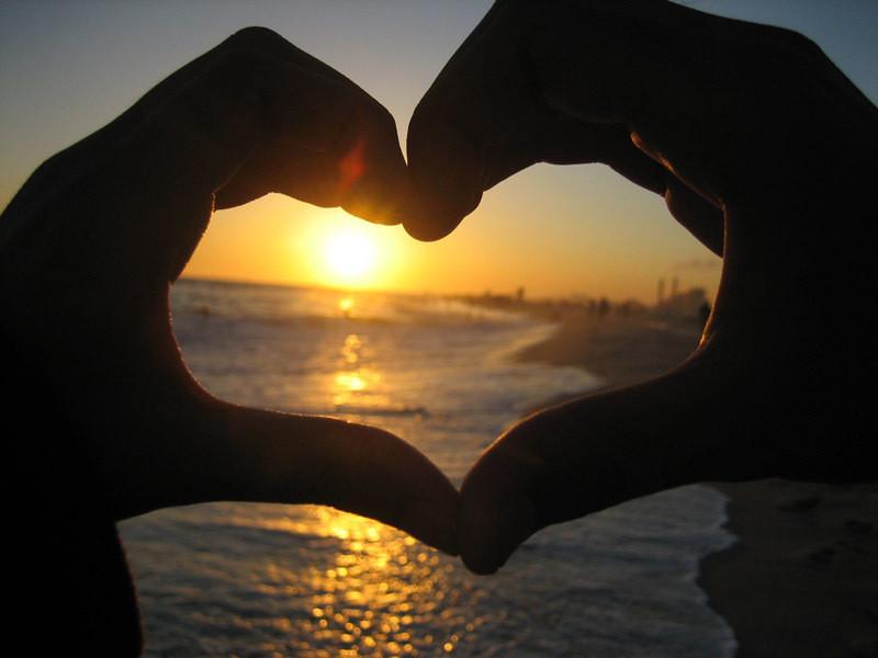 Love__Beach__Sunset__by_danicafaye-721652.jpg