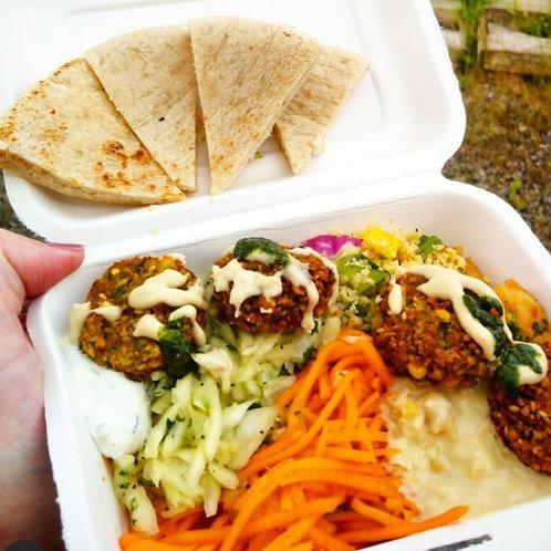 Mezze box with falafel