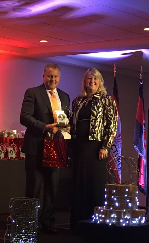 President of Legacy Pharmaceutical Packaging, Steve Meeker Accepts the MMLA for Domestic Growth, 2018
