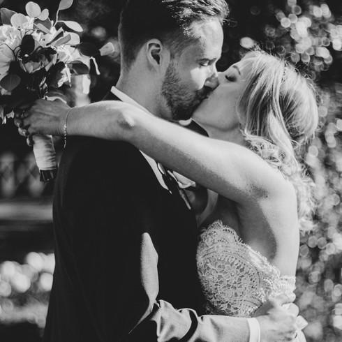 """""""Was ist schon ein Kuss? Ist es nicht der glühende Wunsch, einen Teil des Wesens, das man liebt, einzuatmen…"""" – Giacomo Casanova"""