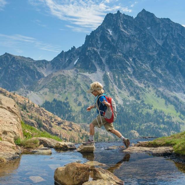 kid-hiking-mountain_h.jpg