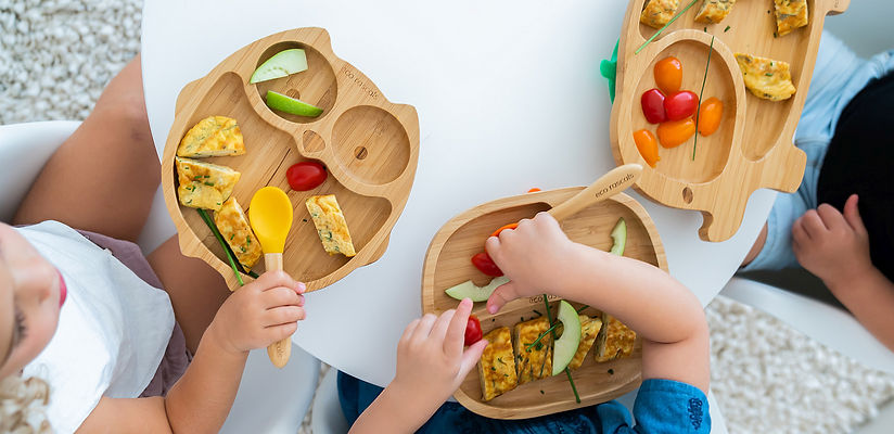 table-with-kids-food-on-Eco-Rascals-bamb