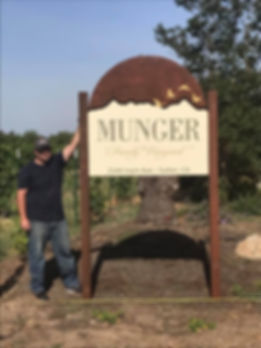 Munger Family Vineyard gets a new business sign!
