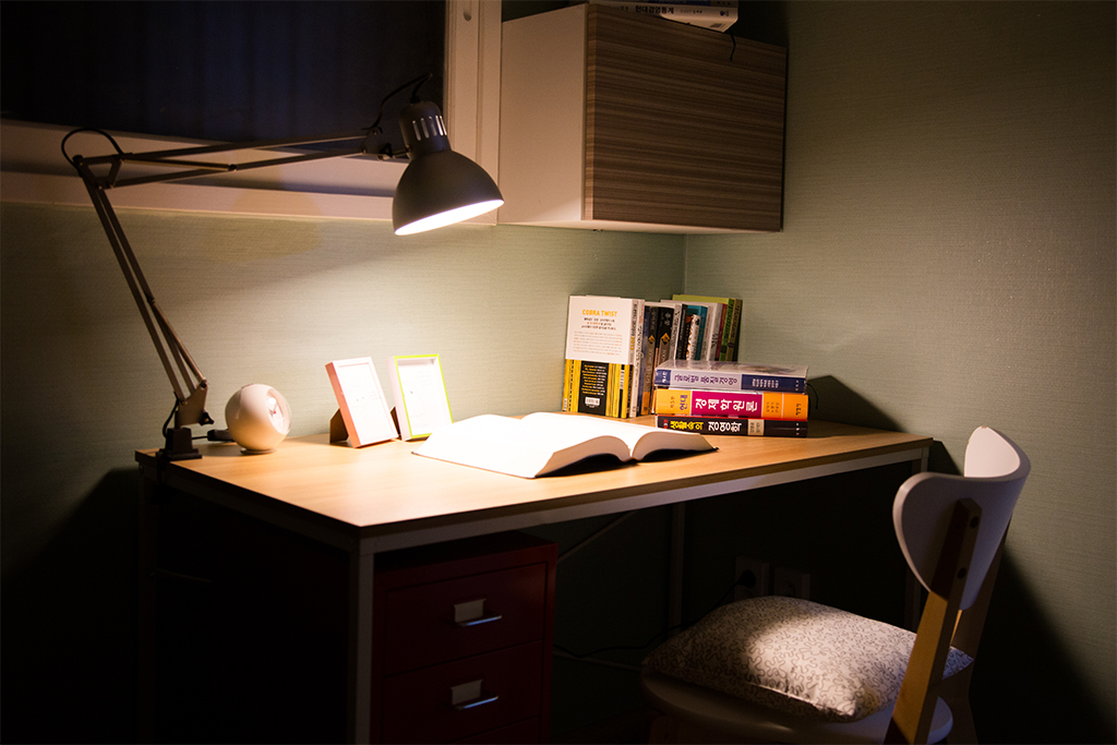 45 D룸 책상 조명
