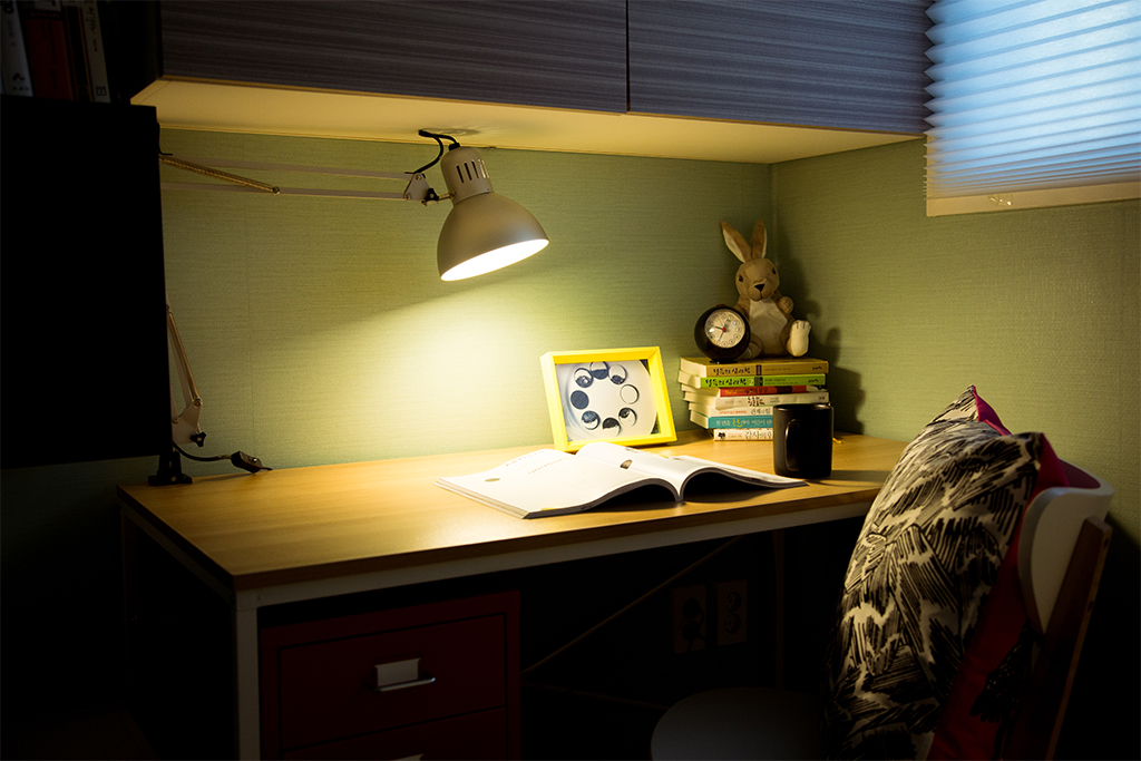 42 C룸 책상 조명