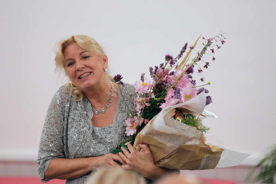Julie with a bouquet of flowers at the Château de Bossey