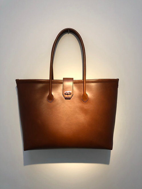 Large Tote in Premium Italian leather.