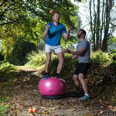 Bewegungslernen ist die Grundlage unserer kognitiven Fähigkeiten. Unser zentrales Nervensystem kann und soll sich bis ins hohe Alter weiterentwickeln. Gemeinsam mit MOVEZ Sport & Fitness Coaching können Sie es fordern und fördern.