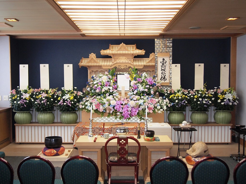 家族葬ホール生花祭壇10万円