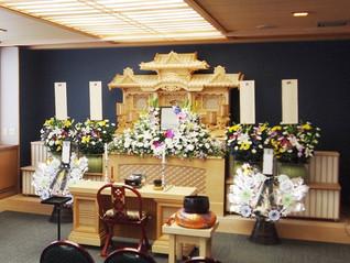 家族葬ホール生花祭壇