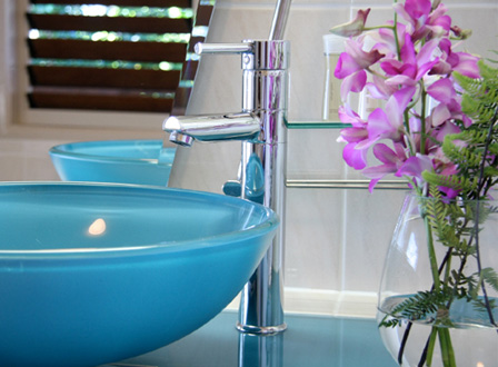 modern-bathroom-with-flowers