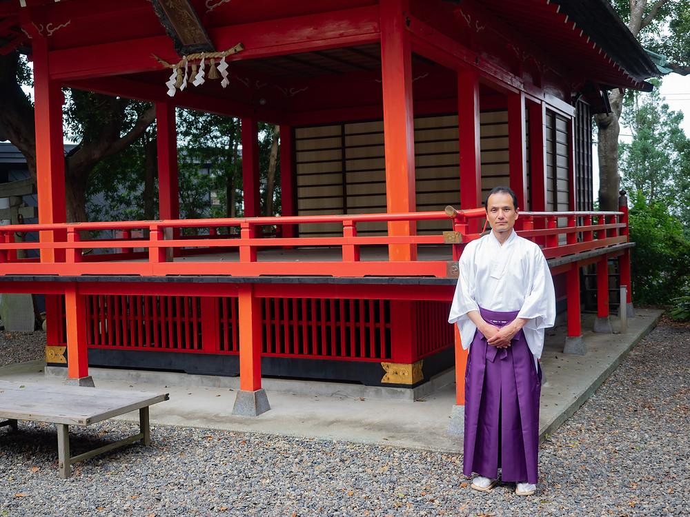 玉前神社境内の神楽殿