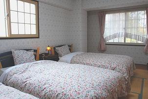 3 beds room.jpg