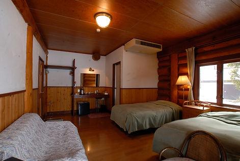 Twin room115.jpg