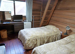 next door (2 beds+ 2 beds ina loft)x2 ro