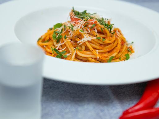 Spaghetti z sosem chilli i wódką.