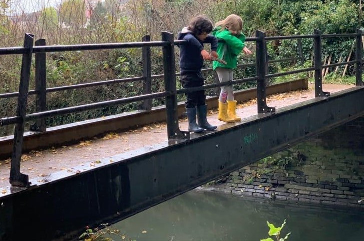 Pooh sticks by the River Btrent.jpg
