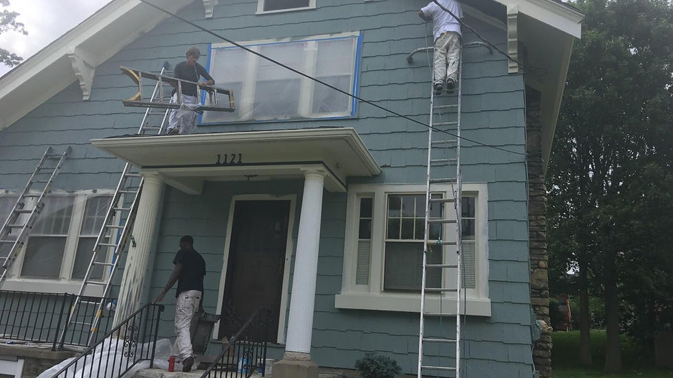 Professionals demonstrating exterior painting in Cincinnati, OH