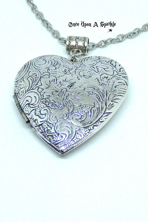 Closed engraved heart locket