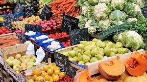 Les fruits et légumes de saison...             Le céleri-rave et le pruneau...