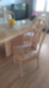 bord og stol.jpg