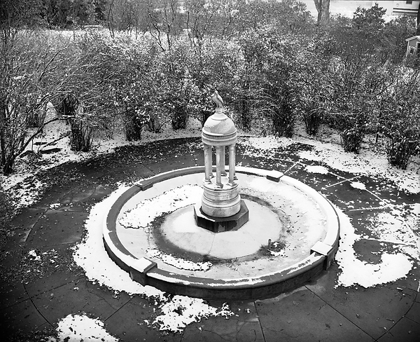 A historic photo of the fountain at Richthofen Castle