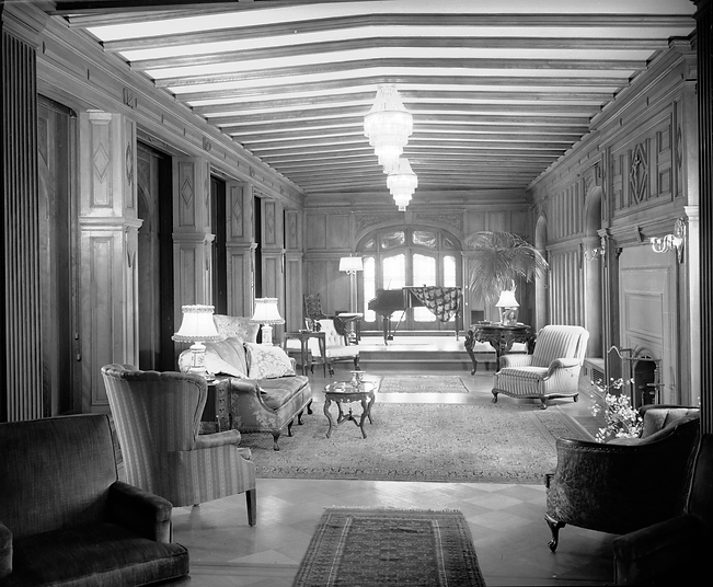 Historic interior image of the Richthofen Castle