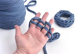 Finger Knitting (Winter Wonderland)