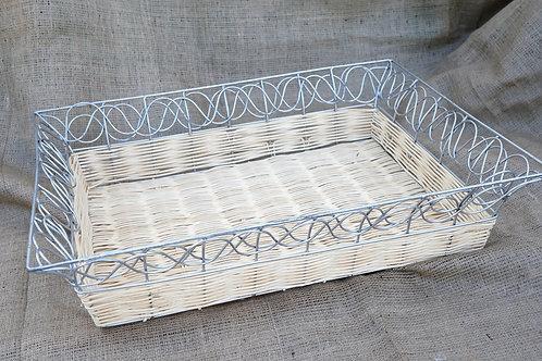 Καλάθι ψάθινο με μεταλλικό σκελετό