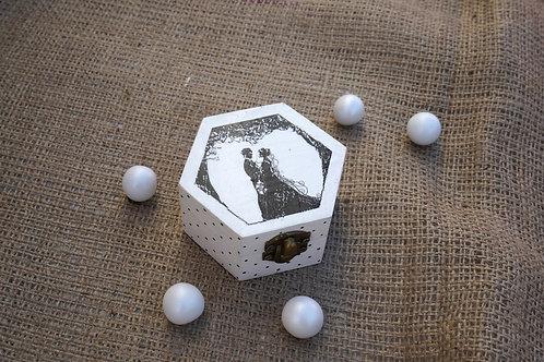 Ξύλινη μπομπονιέρα με χειροποίητο σχέδιο με ντεκουπάζ